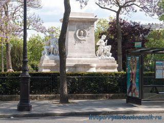Памятник Антуану-Луи Бари